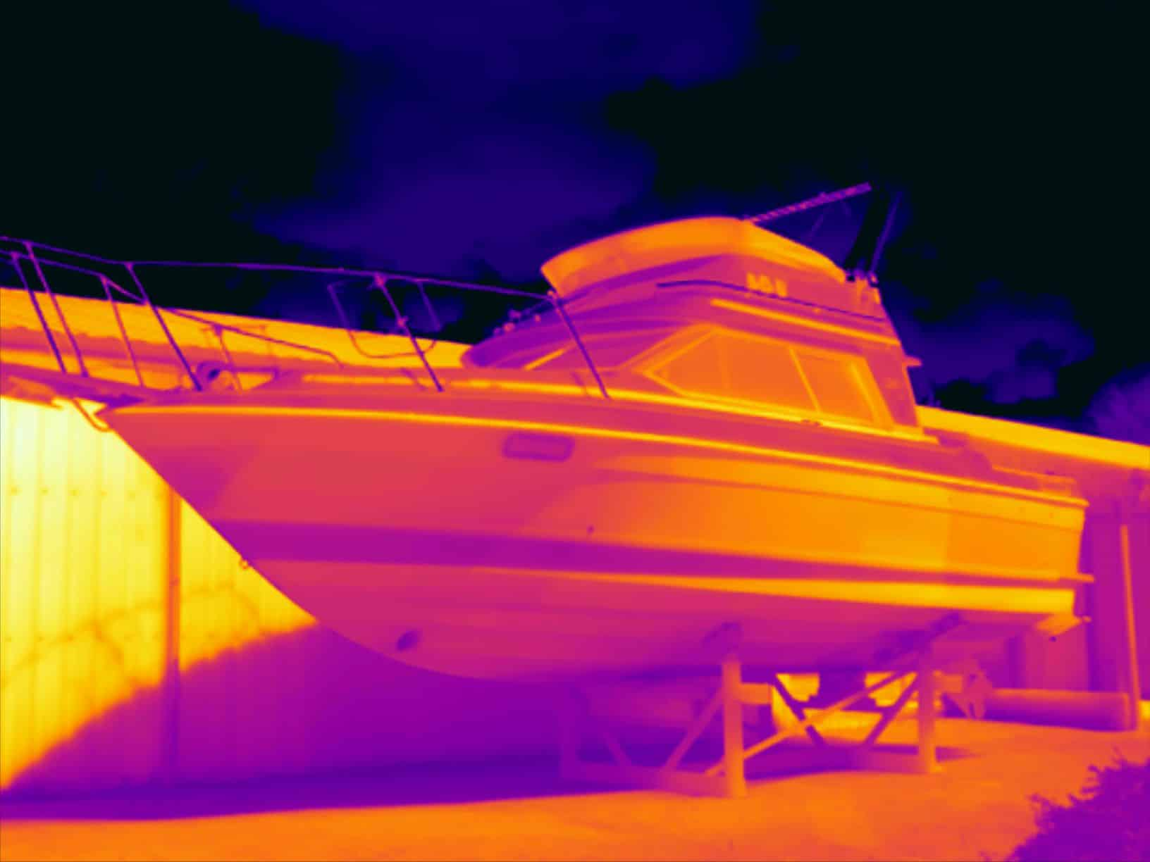Energiekeurplus inspecteert een boot met gebruik van thermografie