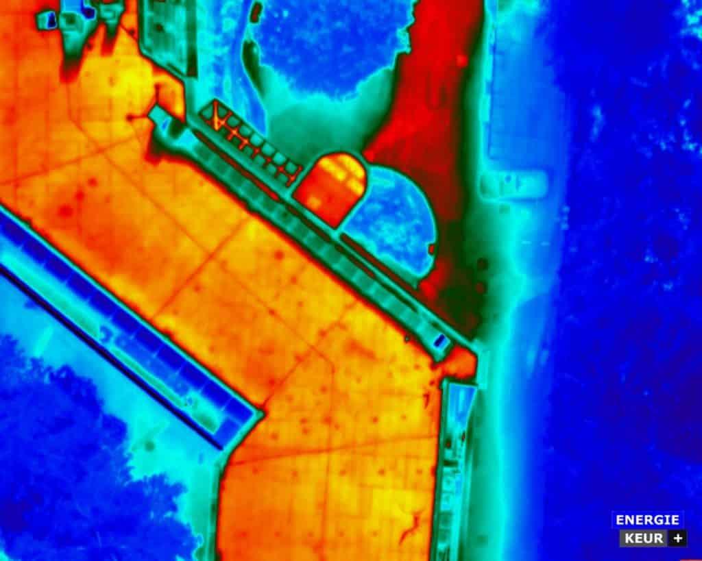 Energiekeurplus maakt gebruik van drone thermografie bij de inspectie van zonnepanelen en platte daken.