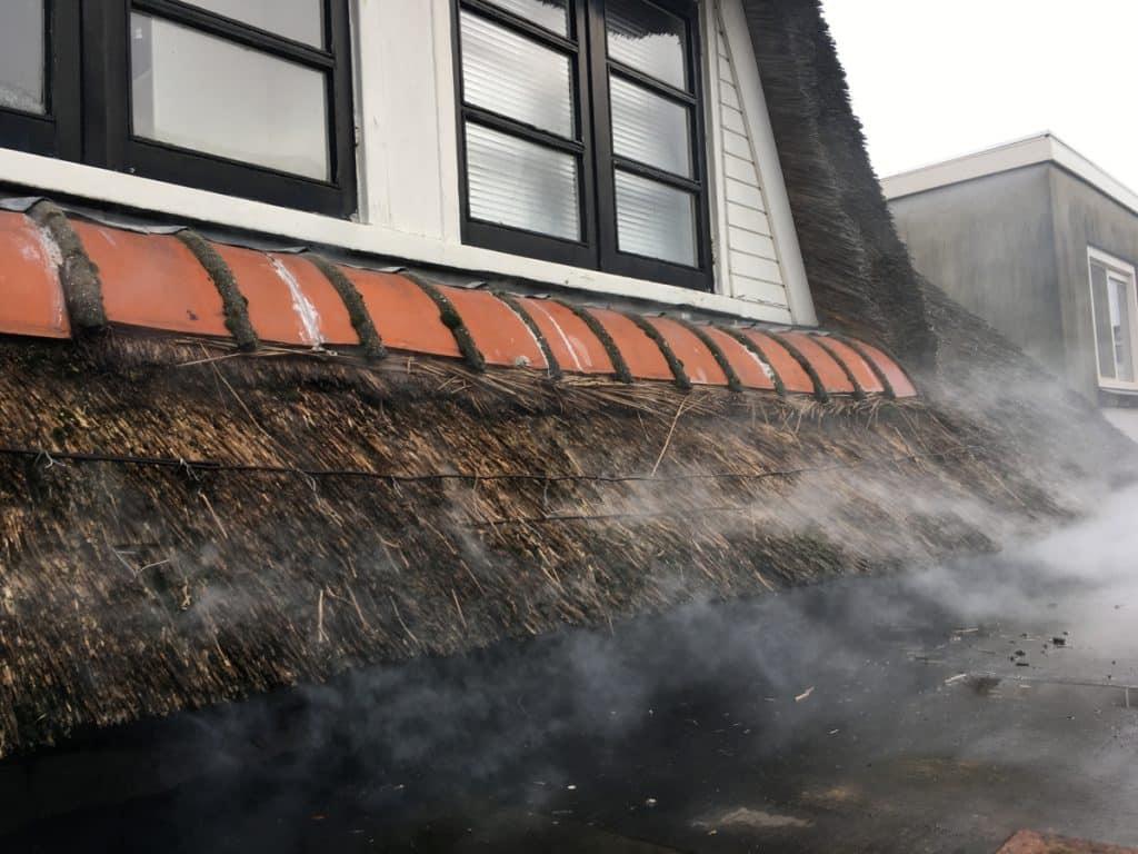 Rookproef bij rieten daken