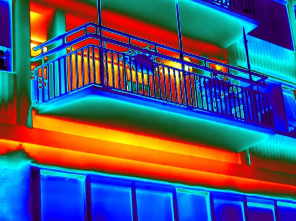 Gebouw thermografie toont koudebruggen