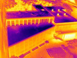 Plat dak lekkage of rieten dak inspectie met thermografie