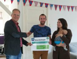 Energiescan uitgereikt aan winnaar sjoelwedstrijd Kommarkt Zuidhorn